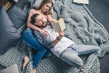 Freizeitaktivitäten für Paare   Gegenseitig vorlesen