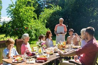 Freizeitaktivitäten für Paare   Familienfest im Garten